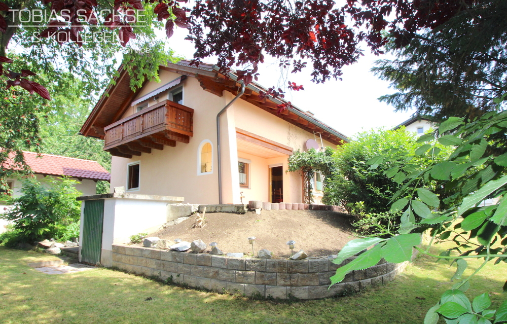 *Einfamilienhaus in modernem Landhausstil in absolut ruhiger und zentraler Lage incl.PV-Anlage!* 94099 Ruhstorf an der Rott, Einfamilienhaus