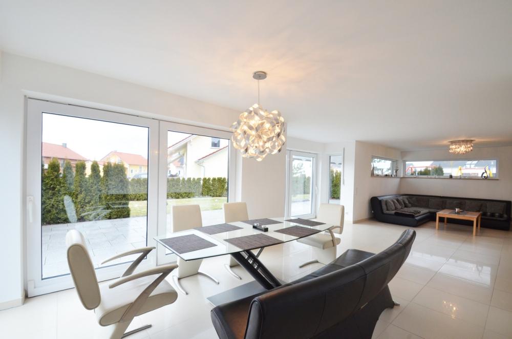 Viel Platz für die Familie – Modernes, komfortables Einfamilienhaus mit Doppelgarage in ruhiger Lage 94522 Wallersdorf, Einfamilienhaus