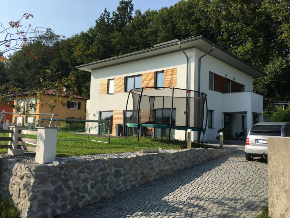 Velden: Exklusive Villa im Bauhausstil mit großer Tiefgarage und Aussenpool in ruhiger Lage 84149 Velden, Villa