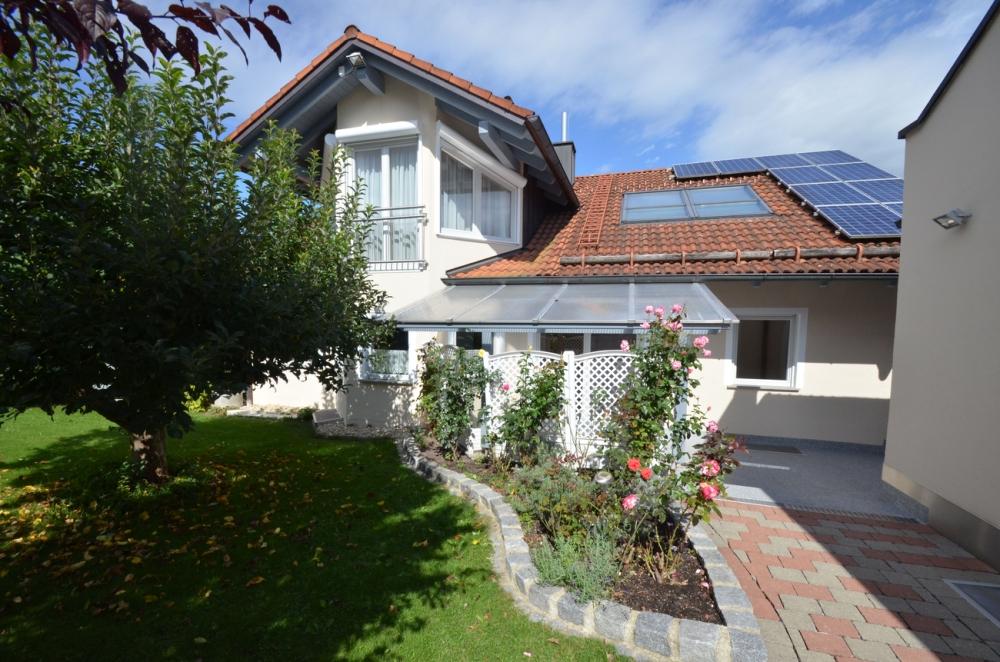 Ein echter Hingucker – Haus mit ausgebautem Dachgeschoss, Einliegerwohnung, PV-Anlage & Doppelgarage 94161 Ruderting, Einfamilienhaus