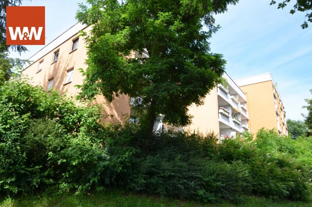 PASSAU: Ansprechende 2-Zimmer Wohnung mit überdachtem Balkon und PKW-Stellplatz 94034 Passau, Wohnung