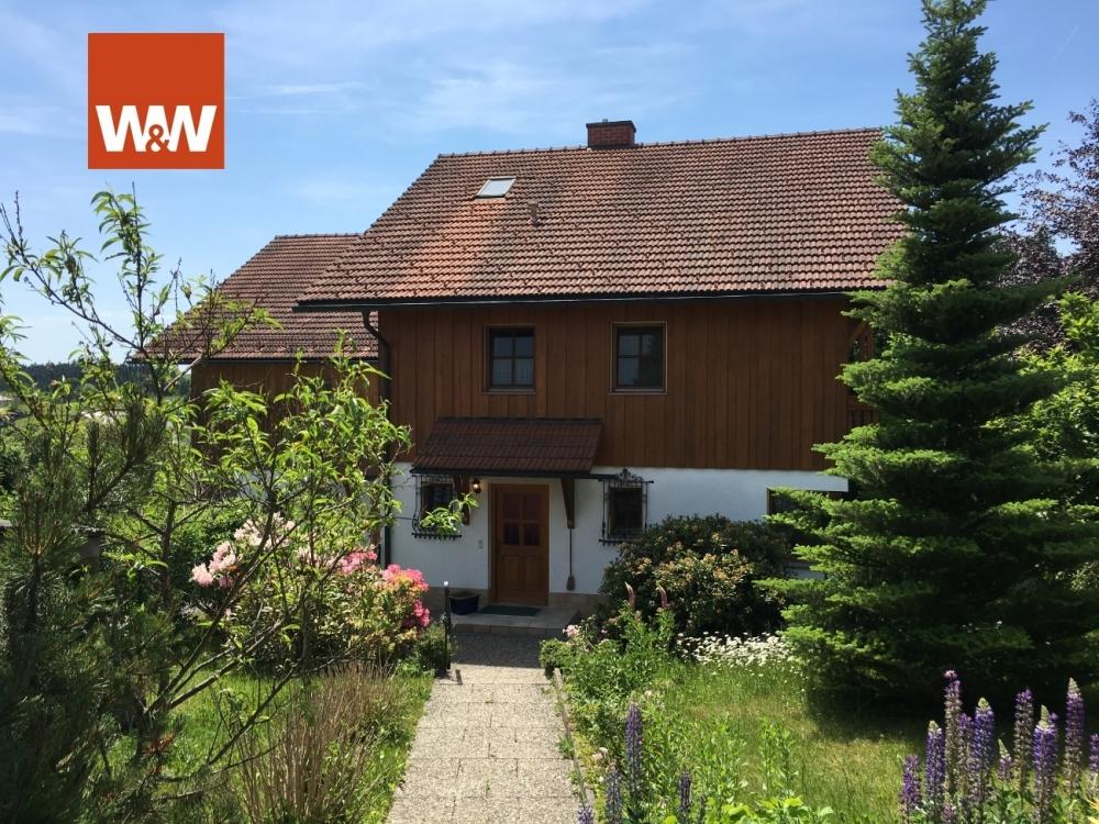 PERLESREUT: Schöne, sehr gepflegte Doppelhaushälfte in herrlicher Lage 94157 Perlesreut, Doppelhaushälfte
